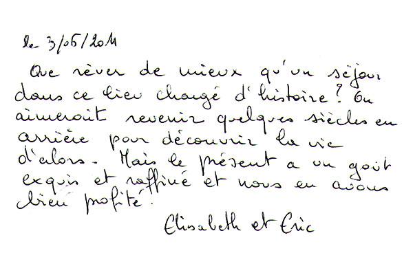 http://www.chateau-du-riau.com/wp-content/uploads/2016/05/livre-dor16.jpg