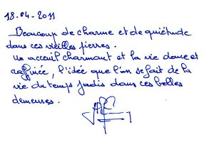 http://www.chateau-du-riau.com/wp-content/uploads/2016/05/livre-dor17-300x200.jpg